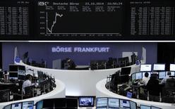 Les Bourses européennes étaient dans le rouge jeudi à la mi-séance, minées par nombre de résultats d'entreprise inférieurs aux attentes. À Paris, le CAC 40 recule de 0,39% à 4.088,92 points vers 11h00 GMT. À Francfort, le Dax perd 0,22% et à Londres, le FTSE cède 0,76%. /Photo prise le 23 octobre 2014/REUTERS