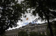 Vista de parte de frontis del Banco de España en Madrid. Imagen de archivo, 23 mayo, 2014. El Banco de España dijo el jueves que la economía española encadenó entre julio y septiembre su quinto trimestre consecutivo de expansión con un crecimiento estimado del PIB del 0,5 por ciento intertrimestral, una décima menos que en el segundo trimestre. REUTERS/Andrea Comas