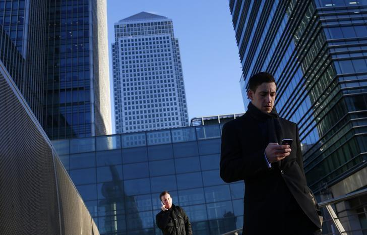Societe generale to move london branch to canary wharf reuters - Societe generale uk head office ...