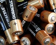 Baterías Duracell vistas en una oficina en Kiev. Imagen de archivo, 17 abril, 2012. Procter & Gamble Co dijo que escindirá su negocio de baterías Duracell, en momentos en que el mayor fabricante del mundo de productos para el hogar parece estar centrado en sus marcas de más rápido crecimiento. REUTERS/Anatolii Stepanov