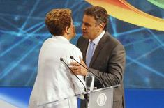 Presidente Dilma Rousseff, candidata à reeleição pelo PT, e o concorrente Aécio Neves, do PSDB, em debate na TV em São Paulo. 14/10/2014 REUTERS/Paulo Whitaker