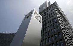 Logos of Deutsche Bank AG are seen in Tokyo July 16, 2014.   REUTERS/Toru Hanai