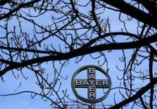Le groupe pharmaceutique allemand Bayer a enregistré une progression de 1,4% de son bénéfice au troisième trimestre, une performance légèrement meilleure que prévu, soutenue par un solide chiffre d'affaires dans les pesticides. /Photo prise le 24 février 2014/REUTERS/Ina Fassbender