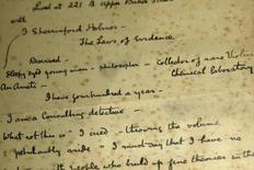 Notas del manuscrito Estudio en Escarlata de Arthur Conan Doyle de 1886 son exhibidos en una muestra de Sherlock Holmes en el Museo de Londres. Imagen de archivo, 16 octubre, 2014. El caso de los disputados derechos de reproducción de Sherlock Holmes quedó cerrado luego de que la Suprema Corte de Estados Unidos dejó intacto el lunes un fallo que establece que 50 obras con el famoso detective ficticio son de dominio público. REUTERS/Stefan Wermuth