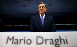 Le Conseil des gouverneurs de la Banque centrale européenne (BCE) est unanime pour prendre de nouvelles mesures d'assouplissement monétaire si nécessaire et les équipes de l'institution effectueront les travaux préparatoires en cas de besoin, a dit jeudi le président de la BCE Mario Draghi.. /Photo prise le 6 novembre 2014/REUTERS/Kai Pfaffenbach