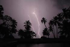 Lightning strikes over Lake Maracaibo in the village of Ologa, where the Catatumbo River feeds into the lake, in the western state of Zulia October 23, 2014. REUTERS/Jorge Silva