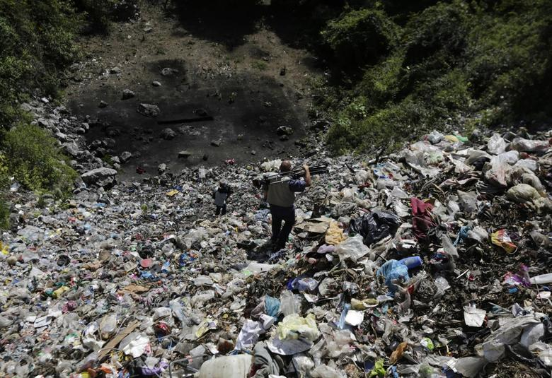 Television cameramen walk at a garbage dump where remains were found outside the mountain town of Cocula, near Iguala in the southwestern state of Guerrero, November 8, 2014. REUTERS/Henry Romero