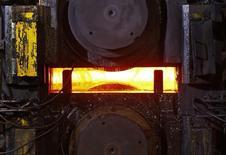 ArcelorMittal, à suivre mardi à la Bourse de Paris. Citigroup a abaissé son conseil d'achat à neutre avec un objectif de cours ramené de 12 à 11 euros. /Photo d'archives/REUTERS/Vincent Kessler