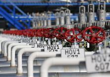 Трубы на газохранилище компании MVM в местечке Жана в Венгрии 3 ноября 2014 года. Премьер-министр Венгрии Виктор Орбан призвал Евросоюз построить газопроводы между странами блока, чтобы обеспечить доставку азербайджанского газа в центральную Европу, сообщило информационное агентство MTI. REUTERS/Laszlo Balogh