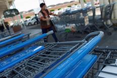 Wal-Mart est une des valeurs à suivre mercredi sur les marchés américains sur fond de rumeurs selon lesquelles des actionnaires activistes feraient pression sur le géant de la distribution en faveur d'une scission de l'enseigne Sam's Club. Wal-Mart doit publier jeudi ses résultats trimestriels. /PHoto d'archives/REUTERS/Edgard Garrido