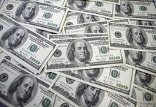 L'une des autorités de tutelle du secteur bancaire américain a infligé à trois grandes banques des amendes d'un montant total de 950 millions de dollars (762 millions d'euros) pour ne pas avoir empêché les agissements frauduleux de certains de leurs salariés sur le marché des changes. /Photo d'archives/REUTERS/Lee Jae-Won