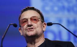 Bono fala durante congresso partidário em Dublin em 7 de março de 2014. REUTERS/Suzanne Plunkett