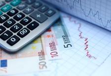 L'inflation dans la zone euro s'est légèrement accélérée à 0,4% en rythme annuel en octobre, après 0,3% en septembre, montrent les statistiques publiées par Eurostat. L'inflation des 18 reste très éloignée de l'objectif que s'est fixé la Banque centrale européenne (BCE), à savoir un taux d'inflation inférieur à mais proche de 2%. /Photo d'archives/REUTERS/Dado Ruvic