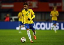 Neymar em jogo do Brasil contra a Áustria nesta terça-feira.  REUTERS/Leonhard Foeger