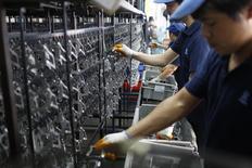 Le secteur manufacturier a enregistré une croissance nulle en novembre, selon une enquête menée auprès des directeurs d'achat suggérant à son tour que la deuxième puissance économique subit une phase de ralentissement. /Photo d'archives/REUTERS/Aly Song