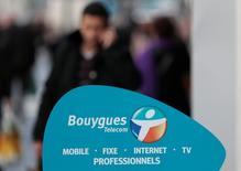 """Bouygues Telecom, actuellement convoité par Altice, est """"attentif"""" à toute évolution du marché des télécoms en France, selon un porte-parole de Bouygues, maison mère de l'opérateur mobile. /Photo d'archives/REUTERS/Eric Gaillard"""