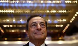 Presidente do Banco Central Europeu, Mario Draghi, antes do início do Congresso de Bancos Europeus, em Frankfurt. 21/11/2014. REUTERS/Kai Pfaffenbach