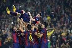 Barcelona's Lionel Messi celebrates his goal with teammates during their Spanish first division soccer match against Sevilla at Nou Camp stadium in Barcelona November 22, 2014. REUTERS/Gustau Nacarino