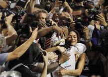 Mercedes Formula One driver Lewis Hamilton of Britain hugs his girlfriend Nicole Scherzinger after winning the Abu Dhabi F1 Grand Prix at the Yas Marina circuit in Abu Dhabi November 23, 2014. REUTERS/Hamad I Mohammed