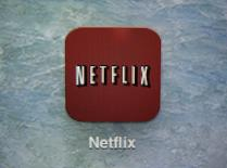 """L'américain Netflix, lancé en France en septembre, est assigné en justice par l'association de consommateurs CLCV (Consommation, logement et cadre de vie), qui reproche au diffuseur de séries et de films en """"streaming"""" des clauses d'abonnement abusives ou illicites. /Photo d'archives/REUTERS/Mike Blake"""