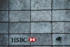 Imagen de archivo de una sucursal del banco HSBC en Londres, nov 12 2014. Argentina presentó una denuncia por evasión fiscal y asociación ilícita contra el banco HSBC en la que están involucrados más de 4.000 ciudadanos del país, dijo el jueves el titular de la Administración Federal de Ingresos Públicos (AFIP), Ricardo Echegaray. REUTERS/Stefan Wermuth