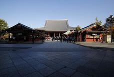 People visit Sensoji (C), the Asakusa Kannon Buddhist temple, at Asakusa district in Tokyo November 28, 2014. REUTERS/Yuya Shino