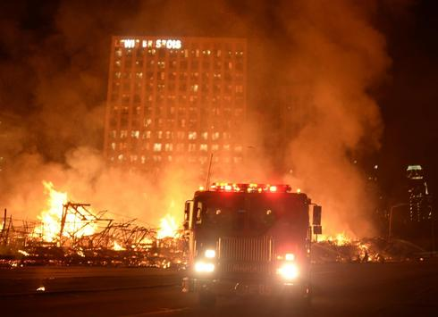 Fire shuts Los Angeles freeways