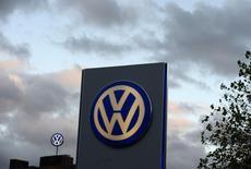 VW, la marque phare de Volkswagen, affiche des ventes en recul de 4% en novembre par rapport au même mois de 2013, à 508.400 unités, son plus mauvais mois de l'année. /Photo d'archives/REUTERS/Fabian Bimmer