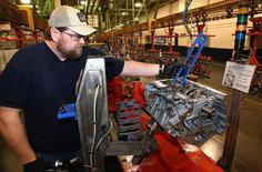 La production manufacturière a enregistré le mois dernier aux Etats-Unis sa plus forte progression en neuf mois. Elle a  augmenté de 1,1% en novembre après +0,4% en octobre, chiffre révisé à la hausse après une première estimation de +0,2%. /Photo d'archives/REUTERS/Aaron Josefczyk
