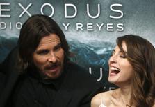 """Christian Bale e Maria Valverde, do filme """"Êxodo"""",  em Madri. 4/12/2014 REUTERS/Juan Medina"""
