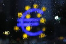 L'évolution de l'activité du secteur privé dans la zone euro semble un peu meilleure qu'attendu en décembre mais la tendance reste faible et les entreprises continuent de baisser les prix, selon les premiers résultats des enquêtes mensuelles Markit auprès des directeurs d'achat. /Photo d'archives/REUTERS/Alex Domanski