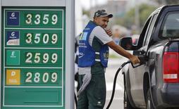 Posto de combustíveis no Rio de Janeiro. REUTERS/Ricardo Moraes (BRAZIL - Tags: ENERGY BUSINESS CRIME LAW)