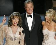 Joan Collins (L), Stephen Collins (C) and Heather Locklear speak during the 58th annual Primetime Emmy Awards at the Shrine Auditorium in Los Angeles August 27, 2006.  REUTERS/Mike Blake