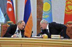 Russia's President Vladimir Putin (L) speaks with his Belarus counterpart Alexander Lukashenko (L) at a meeting during a summit of the Commonwealth of Independent States (CIS) in Minsk, October 10, 2014. REUTERS/Alexei Nikolskyi/RIA Novosti/Kremlin (BELARUS - Tags: POLITICS) THIS IMAGE HAS BEEN SUPPLIED BY A THIRD PARTY. IT IS DISTRIBUTED, EXACTLY AS RECEIVED BY REUTERS, AS A SERVICE TO CLIENTS