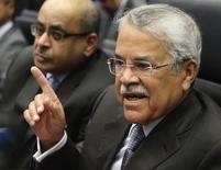 O ministro do Petróleo da Arábia Saudita, Ali al-Naimi, fala com jornalistas na sede da Opep. 27/11/2014 REUTERS/Heinz-Peter Bader