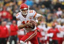 Kansas City Chiefs quarterback Alex Smith (11) looks to throw the ball against the Pittsburgh Steelers during the first half at Heinz Field. Jason Bridge-USA TODAY Sports