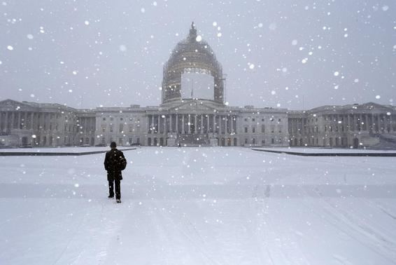A light snow blankets the east front of the U.S. Capitol in Washington January 6, 2015.   REUTERS-Jonathan Ernst