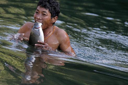 Hunting with Myanmar's Naga