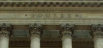 La Bourse de Paris accroissait ses pertes (-1,55%) vendredi après-midi dans un marché qui, selon des professionnels, attend avec anxiété les décisions que prendra la BCE en matière de rachats d'actifs pour éviter la déflation en zone euro. A 16h29, le CAC 40 reculait de 1,79% à 4.183,96 points. /Photo d'archives/REUTERS