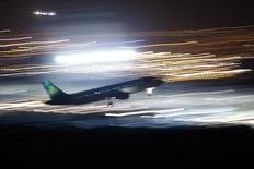 Aer Lingus a rejeté une offre améliorée d'IAG (International Airlines Group, maison mère de British Airways, Iberia et Vueling) qui valorisait la compagnie aérienne irlandaise à 2,40 euros par action. /Photo d'archives/REUTERS/Jon Nazca