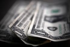 Доллары США. Торонто, 26 марта 2008 года. Курс доллара к иене растет с месячного минимума на фоне снижения доходности американских гособлигаций, вызванного повышенным спросом на надежные активы. REUTERS/Mark Blinch