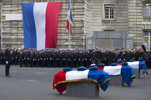 Tribute to French officers