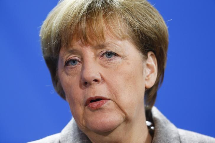 German Chancellor Angela Merkel speaks to media after her meeting with Turkish Prime Minister Ahmet Davutoglu at the Chancellery in Berlin, January 12, 2015.      REUTERS/Hannibal Hanschke (GERMANY  - Tags: POLITICS HEADSHOT)   - RTR4L344