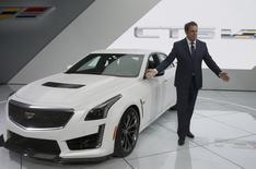 Présentation par General Motors au Salon de Detroit de la nouvelle Cadillac CTS-V.  GM a dit mercredi prévoir des bénéfices en hausse en 2015 grâce notamment aux marchés chinois et américain. /Photo prise le 13 janvier 2015/ REUTERS/Rebecca Cook