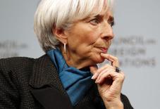 Глава МВФ Кристин Лагард на экономическом форуме в Вашингтоне. 15 января 2015 года. Резкого падения цен на нефть и укрепления экономики США, вероятно, будет недостаточно, чтобы улучшить прогноз мирового роста в этом году, считает глава Международного валютного фонда. REUTERS/Yuri Gripas