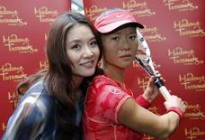 Current Australian Open tennis women's champion China's Li Na stands next to her Madame Tussauds wax figure after it was unveiled at Melbourne Park January 18, 2015. REUTERS/Issei Kato