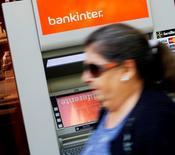Bankinter a enregistré une hausse de 45% de son bénéfice net en 2014, à 276 millions d'euros, grâce à une diminution des provisions pour créances, à une accélération des prêts et à un ajustement comptable sur 2013. La septième banque espagnole par l'actif a toutefois raté le consensus qui donnait un bénéfice net de 284 millions d'euros. /Photo d'archives/REUTERS
