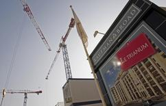 Kaufman & Broad, dont les revenus ont crû l'an dernier de près de 6%, se dit prudent pour l'année en cours du fait de la situation économique en France mais le promoteur immobilier est toutefois prêt à réaliser des acquisitions. /Photo d'archives/REUTERS/Jean-Paul Pélissier