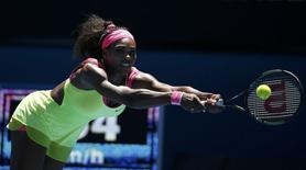 Serena Williams of the U.S. stretches to hit a return to Elina Svitolina of Ukraine during their women's singles third round match at the Australian Open 2015 tennis tournament in Melbourne January 24, 2015.    REUTERS/Thomas Peter