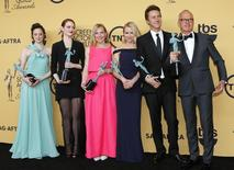 """The cast of """"Birdman"""" (L-R) Andrea Riseborough, Emma Stone, Amy Ryan, Naomi Watts, Edward Norton and Michael Keaton pose backstage with their award for Outstanding Performance by a Cast in a Motion Picture at the 21st annual Screen Actors Guild Awards in Los Angeles, California January 25, 2015.  REUTERS/Mike Blake"""